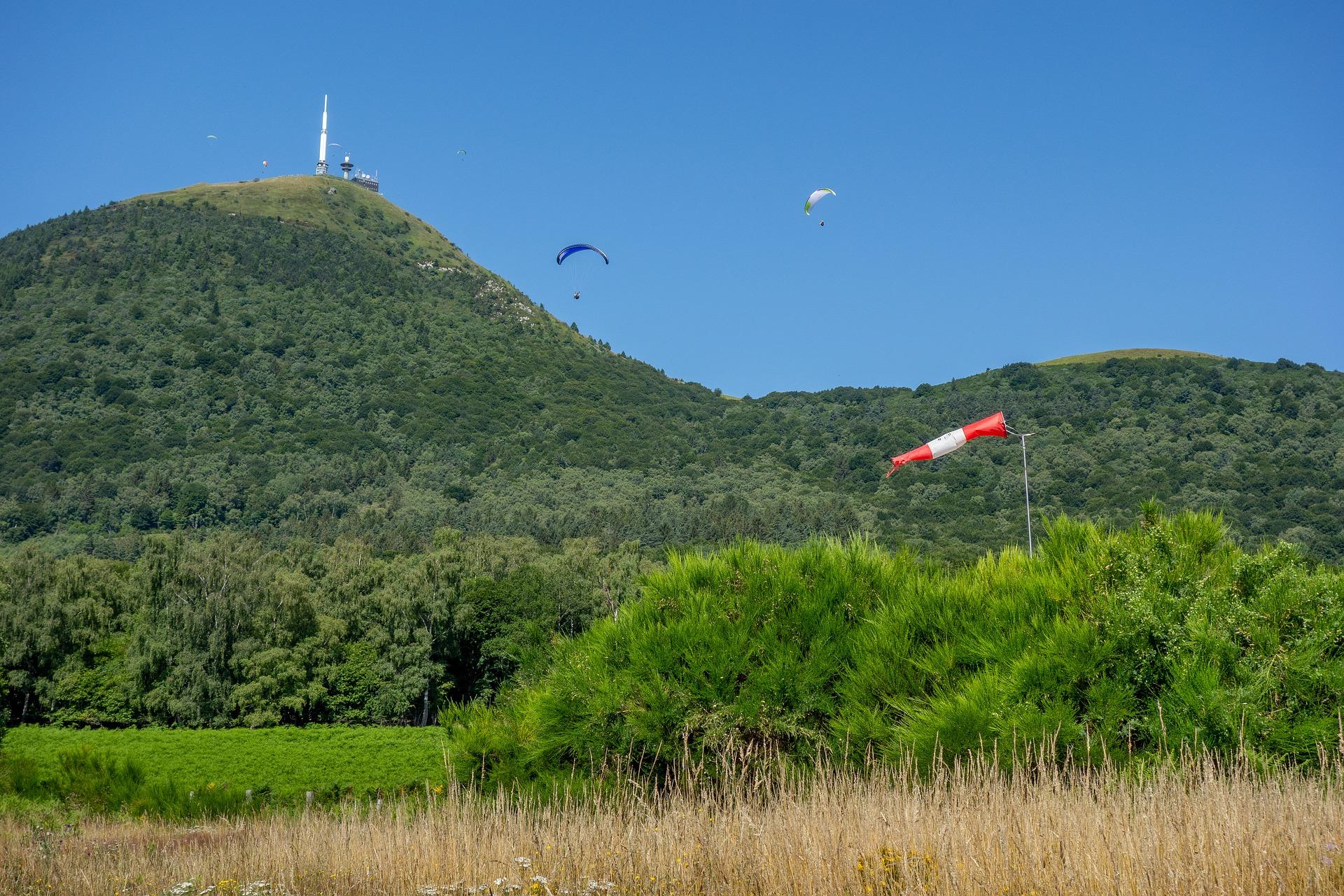 Le parapente au sommet du Puy de Dôme