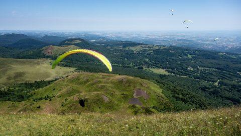 Prenez de la hauteur avec le parapente au Puy de Dôme